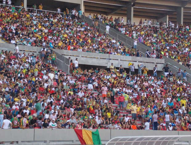 Na final, 40 mil torcedores acompanharam foram ao Castelão (Foto: Bruno Alves)