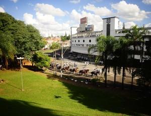 Majestoso recebe o dérbi centenário neste sábado (Foto: Marcos Ribolli/ GLOBOESPORTE.COM)