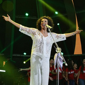 Simone canta na inauguração da Árvore da Lagoa, no Rio (Foto: Marco Antonio Teixeira/Divulgação)
