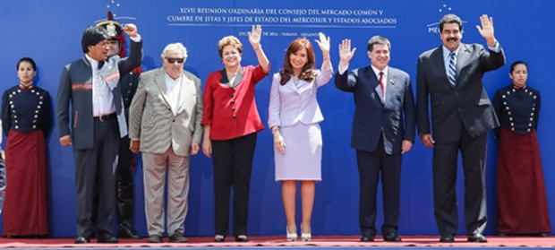 A presidente Dilma Rousseff, na Argentina, ao lado de outros presidentes de países que compõem o Mercosul (Foto: Roberto Stuckert Filho/PR)
