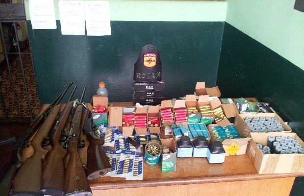 Vereador é preso com mais de 2 mil munições irregulares, em Jandaia, Goiás (Foto: Divulgação/Polícia Militar)
