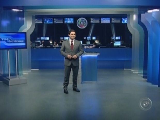 Para receber o novo sinal, o cenário dos telejornais também foi alterado.  (Foto: reprodução/TV Tem)