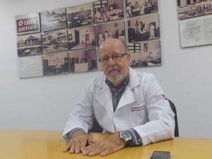 Silvio Vasconcelos, angiologista e gerente médico da Fundação José Silveira (Foto: Henrique Mendes/G1)