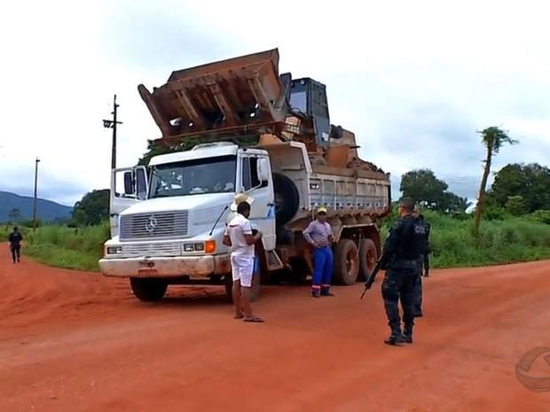 Policiamento no garimpo ilegal de Pontes e Lacerda, em Mato Grosso (Foto: Reprodução/TVCA)