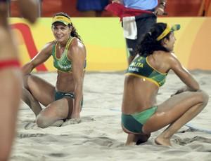Larissa e Talita lamentam derrota para Walsh e Ross no vôlei de praia (Foto: Tony Gentile/Reuters)