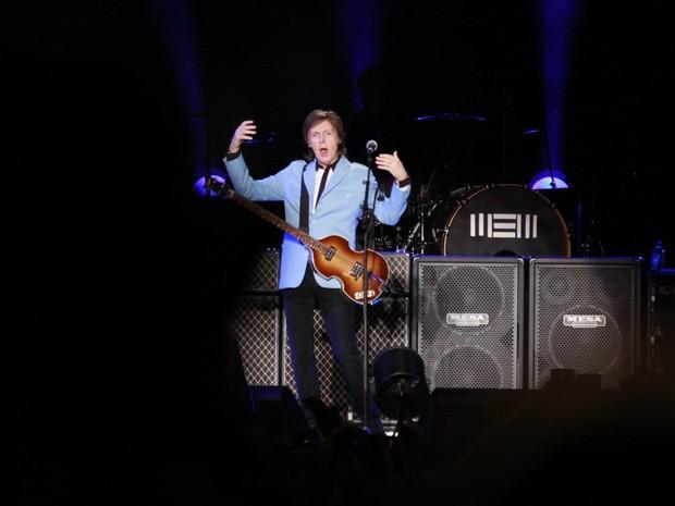 Paul agitou o público ao subir ao palco, em Cariacica (Foto: Divulgação/ Matheus Soares)