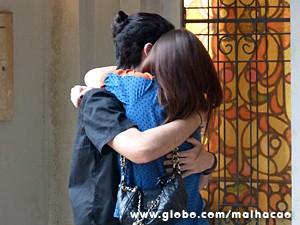 Bruna fica empolgadíssima com o pedido de namoro (Foto: Malhação / TV Globo)