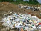 Livros didáticos são encontrados ainda embalados em lixão em MT