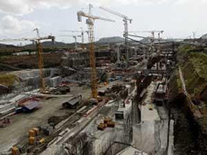 Canal do Panamá: investimentos de US$ 5,2 bilhões (Foto: AP)