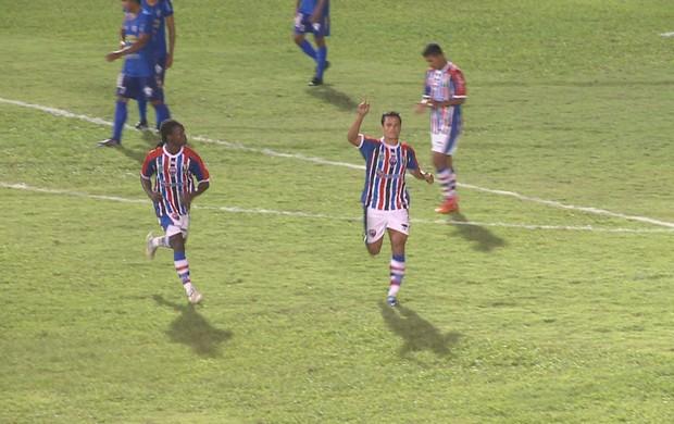 Neto Alagoano comemora gol de bicicleta contra o Bacabal (Foto: Reprodução/TV Mirante)