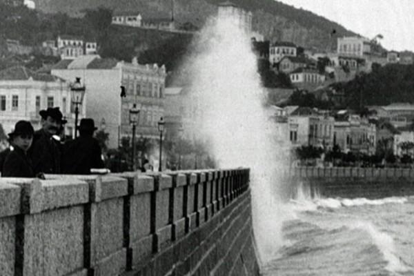 O Forte de Copacabana no início do século 20 em cena do especial 'O Rio por Eles: o Rio de Janeiro que Os Brasileiros Nunca Viram na Tela' (Foto: Reprodução)
