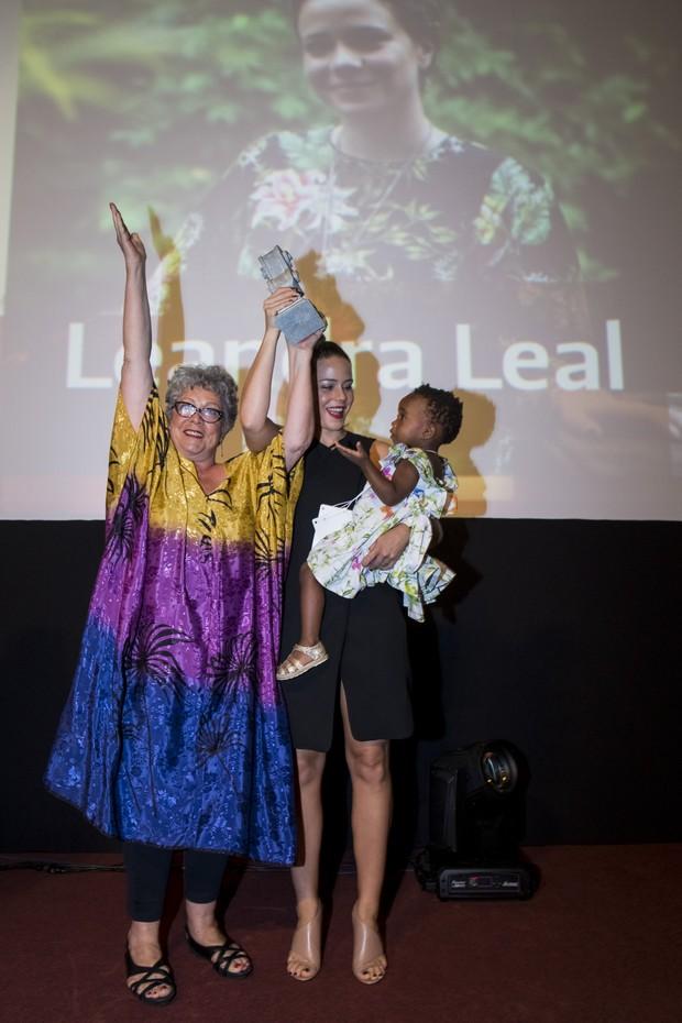 Angela Leal, Leandra Leal e Julia (Foto: Leo Lara/Divulgação)