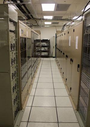 Supercomputador é responsável por combinar as informações detectadas pelas antenas (Foto: Dennis Barbosa/G1)