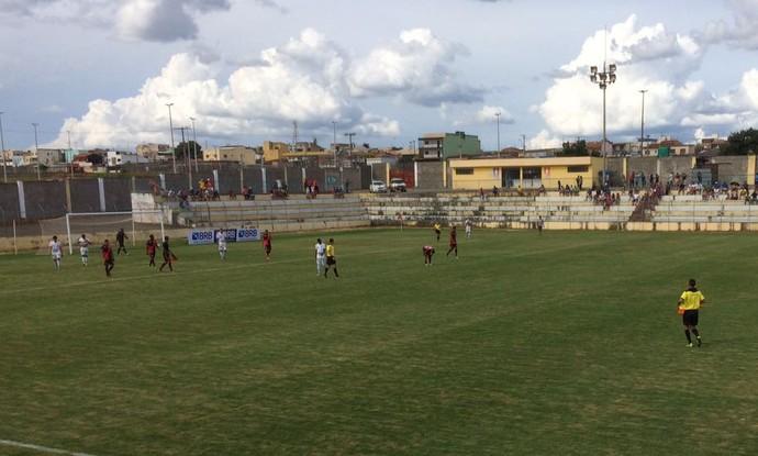 Paracatu derrotou o Atlético Taguatinga no Abadião neste sábado (Foto: Pedro Henrique / Atlético Taguatinga)