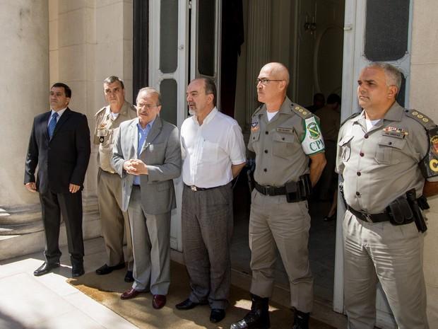 Novo comando da Brigada Militar foi apresentado pelo gvernador Tarso Genro (Foto: Caroline Bicocchi/Palácio Piratini )