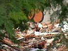 Área fica lotada de entulho após demolição de casas em Sorocaba