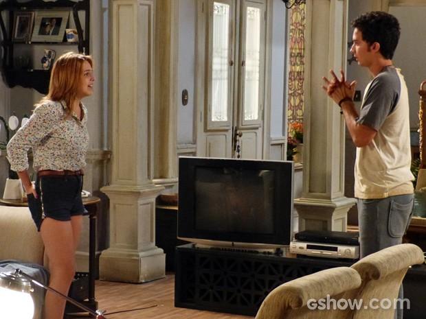 O casal discute intensamente em casa (Foto: Malhação / TV Globo)