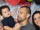 Goleiro da Seleção Diego Cavalieri faz festa para celebrar 1 ano do filho