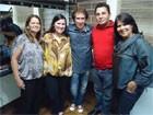 Fãs visitam o camarim do cantor (Divulgação/RPC TV)