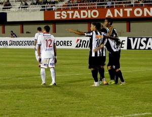 Jogadores do Atlético-MG comemoram gol de Josué (Foto: Leonardo Simonini)
