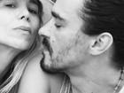 André Gonçalves posa com Danielle Winits e se declara: 'É o amor'