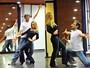Cleo Pires e Domingos Montagner ensaiam passos de dança turca (Foto: TV Globo / João Miguel Júnior)
