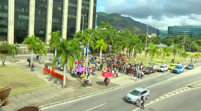 Crivella é alvo de protesto depois de prometer facilidades a pastores e líderes religiosos