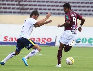 Fabrício Carvalho faz passe de calacanhar para Daniel (Foto: Assessoria Ferroviária)