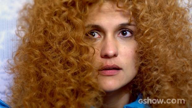 Gina está curiosa sobre beijo? (Foto: Meu Pedacinho de Chão/TV Globo)