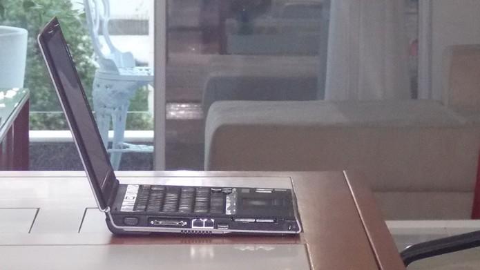 Ligue o monitor ou notebook em uma posição afastada de outros aparelhos eletrônicos, e procure por um técnico se o problema persistir (Foto: Reprodução/Daniel Ribeiro)