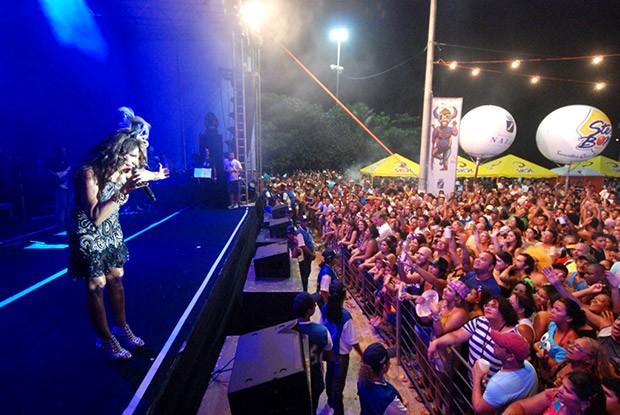Elba Ramalho promete balançar os foliões na segunda-feira do Carnaval Multicultural de Natal  (Foto: Marco Polo)