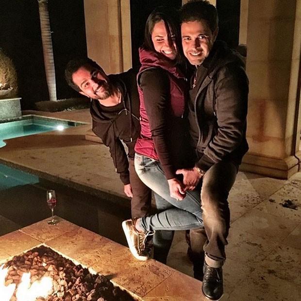 Zezé Di Camargo com a namorada, Graciele Lacerda, e Luciano em Orlando, nos Estados (Foto: Instagram/ Reprodução)