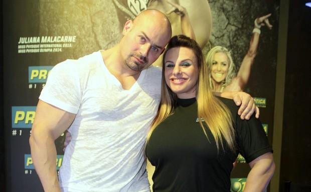 Simoninha com o marido Sergio Coutinho - Arnold Classic Brasil (Foto: Isac Luz / EGO)