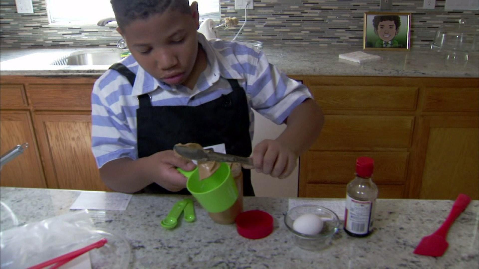 Jalen cozinhando (Foto: Reprodução)