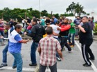 Trabalhadores e sindicalistas entram em confronto em Caçapava, SP
