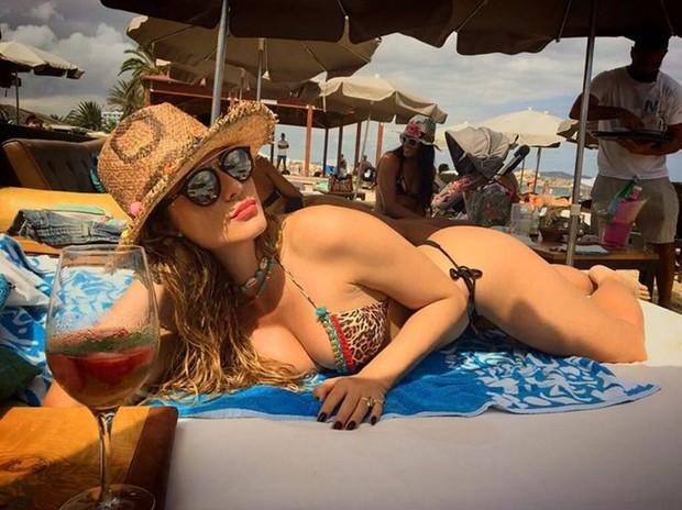 Lívia Andrade coloca o bronzeado em dia em Ibiza, na Espanha (Foto: Reprodução/Instagram)