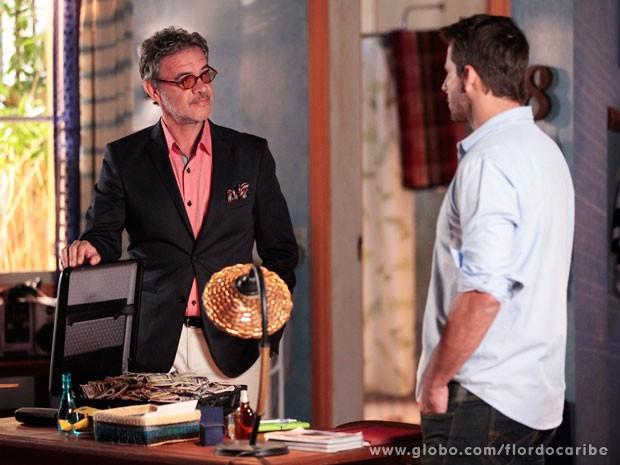 Duque oferece dinheiro de sua sociedade com Dom Rafael para ajudar Cassiano (Foto: Flor do Caribe / TV Globo)
