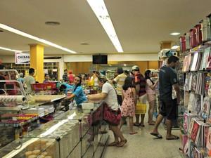 Livrarias estão na expectativa de aumento das vendas (Foto: Adneison Severiano/G1 AM)
