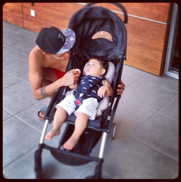 Dentinho posta foto com filho nas redes sociais (Foto: Reprodução / Instagram)