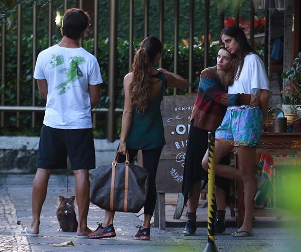 Isis Valverde, André Resende, Bruna Linzmeyer e a namorada (Foto: Dilson Silva/ AgNews)