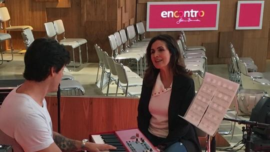 Fátima Bernardes ensaia 'Evidências' para cantar no 'Encontro'