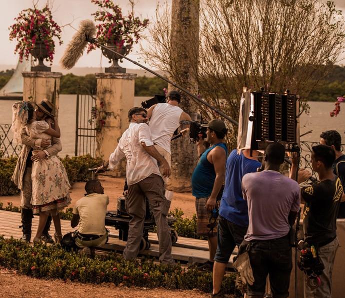 Rodrigo Santoro e Marina Nery ensaiam a cena do casamento de Afrânio e Leonor (Foto: Caiuá Franco/ Globo)