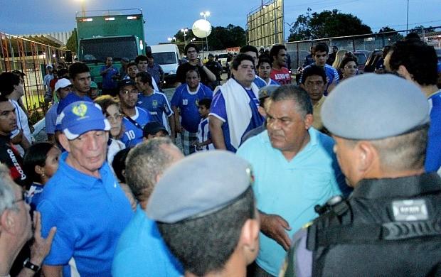 Nacional e Salgueiro confusão com Maneca (Foto: Isabella Pina)