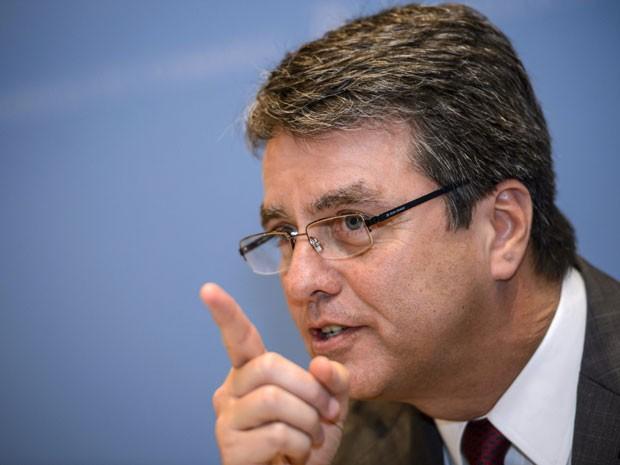 Roberto Azevedo participa de coletiva de imprensa nesta quinta-feira (31) em Genebra (Foto: Fabrice Coffrin/AFP)