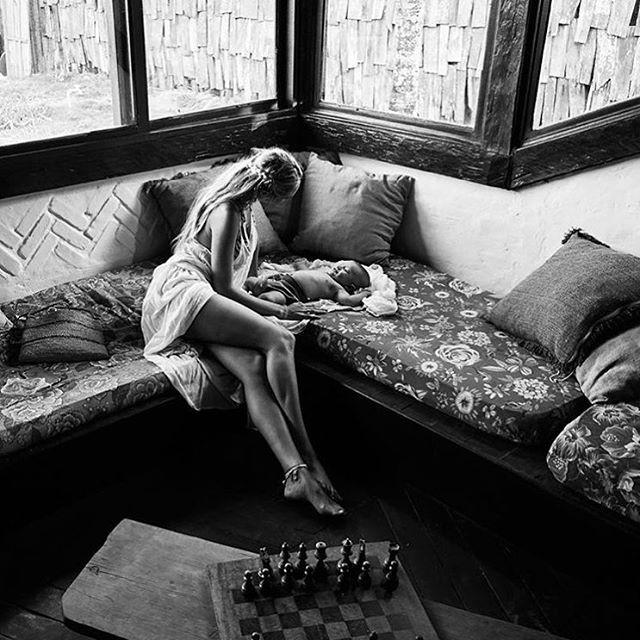 Candice Swanepoel e Anacã (Foto: Reprodução)