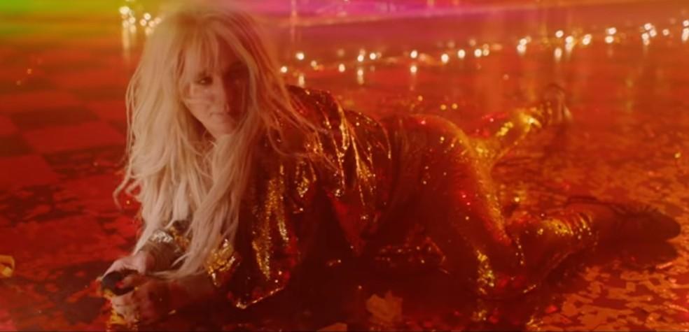 Kesha lança música