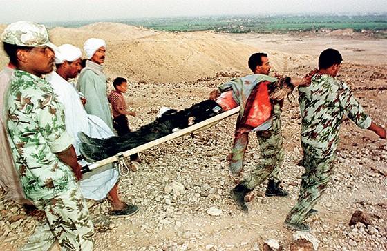 Atentado no Egito, em 1997, de que Eltrabily é um acusado (Foto: Reprodução)