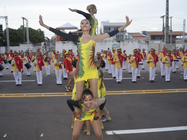 Escolas representaram lendas do Amapá no Sambódromo (Foto: Abinoan Santiago/G1)