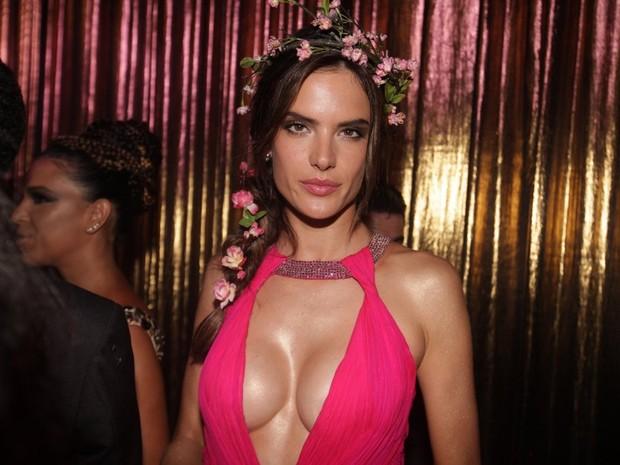 Alessandra Ambrósio no Baile de Gala da Vogue (Foto: Thiago Duran e Leo Franco / AgNews)