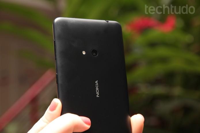 Traseira do Nokia Lumia 625 (Foto: Luciana Maline/TechTudo)